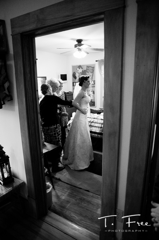 Bride getting ready nebraska wedding.