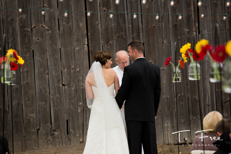 Outdoor Nebraska wedding ceremony.