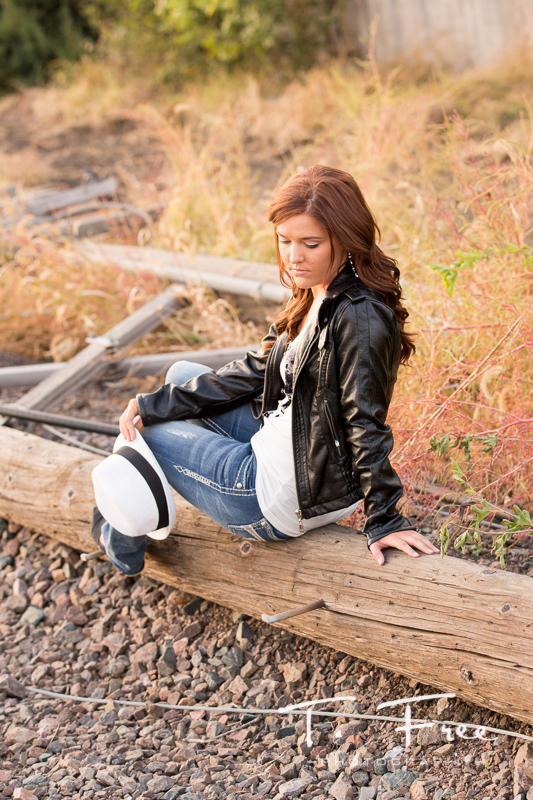Casual creative senior picture near Elkhorn Nebraska.
