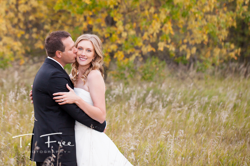 Outdoor autumn wedding at Lake Zorinsky in West Omaha Nebraska.