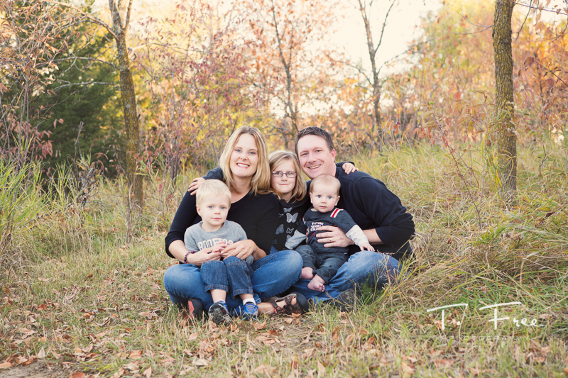 Fall colors for west Omaha family photos.