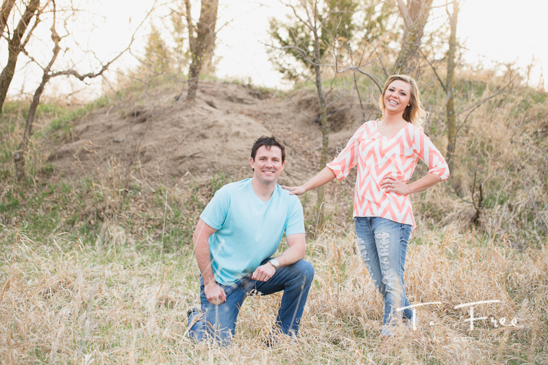 1404_t_free_photography_outdoor_elkhorn_engagement_011