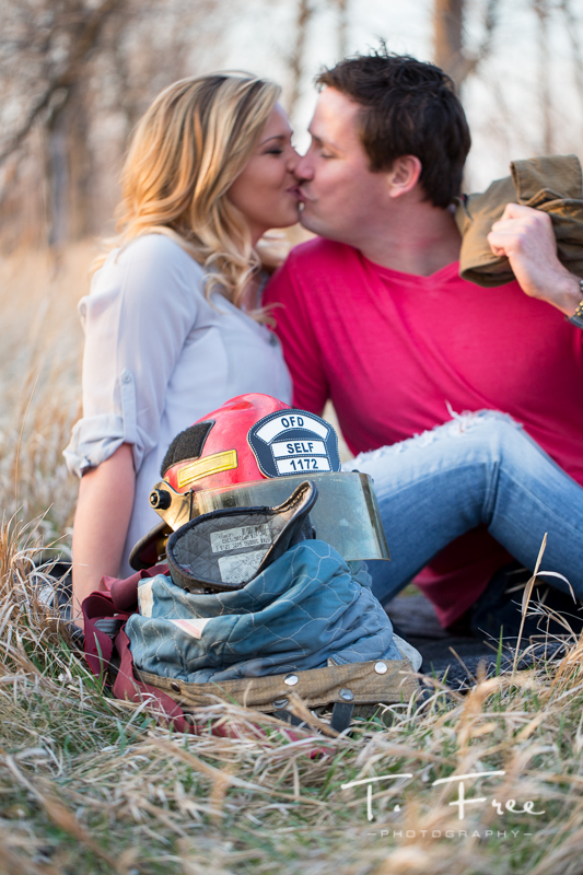 1404_t_free_photography_outdoor_elkhorn_engagement_015
