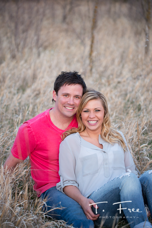 1404_t_free_photography_outdoor_elkhorn_engagement_022