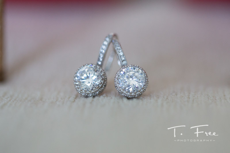 Curaçao wedding diamond earrings.