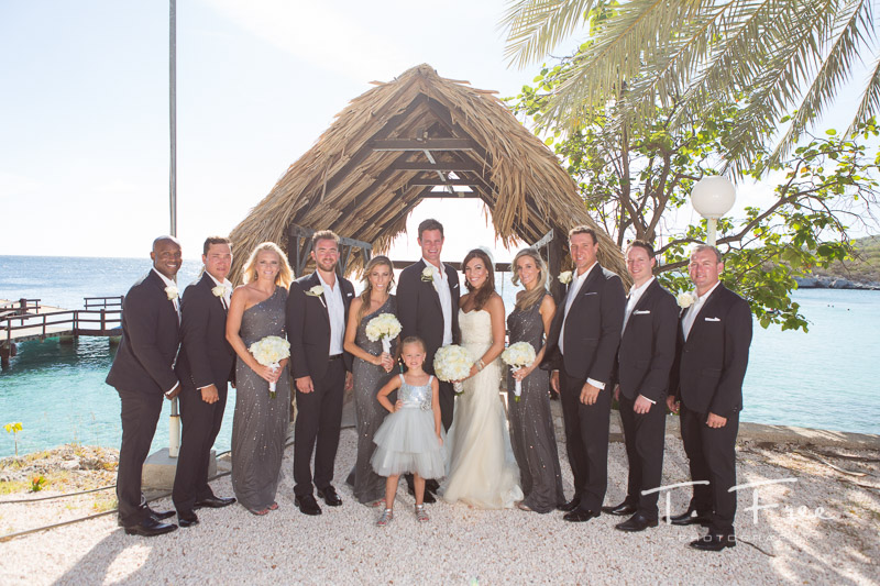 Curaçao destination wedding photographer wedding party.