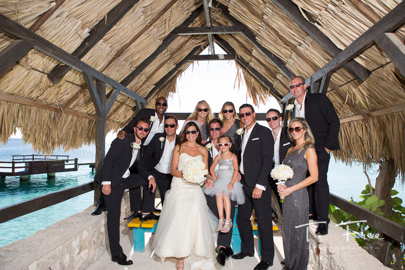 Curaçao destination wedding photographer casual wedding party.