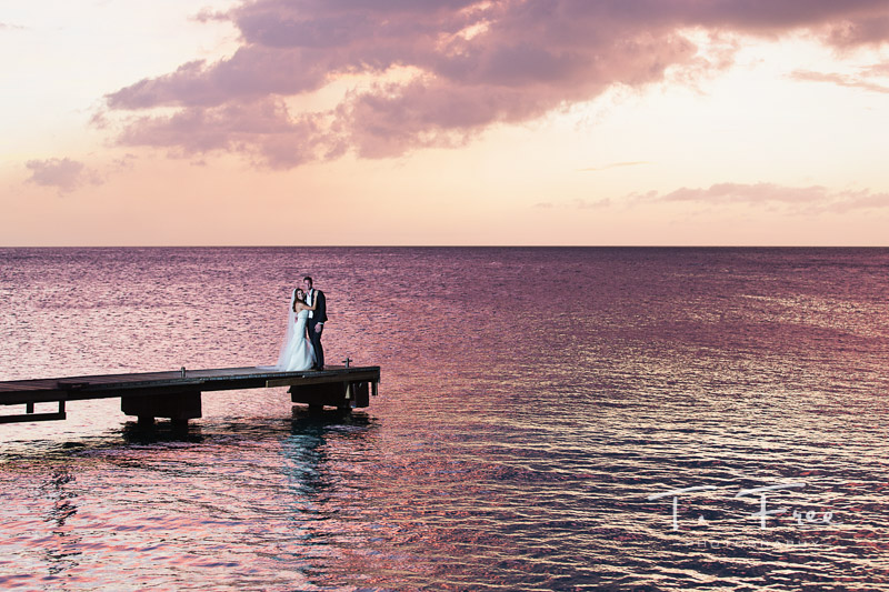 Destination wedding photographer dramatic sunset in Curaçao.