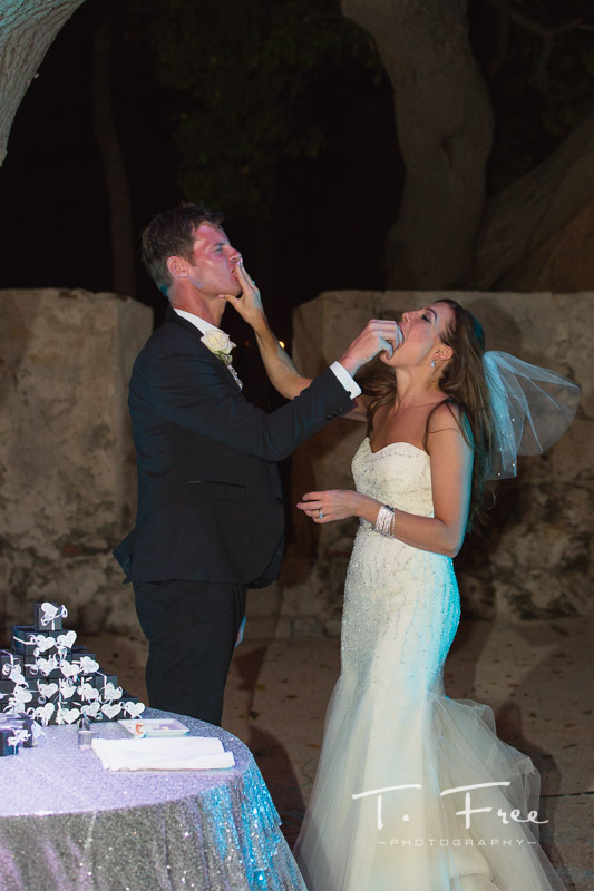 Cake cutting at Destination wedding in Curaçao.